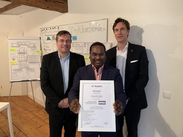 Nach bestandener Prüfung in Weinheim startet der IT-Projektleiter beruflich in das Internet der Dinge